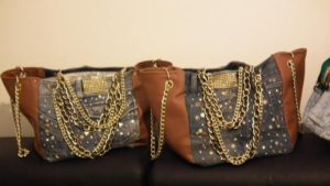kabelka s řetězy