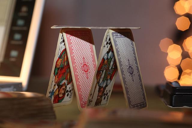 Bortí se vám novoroční předsevzetí jako domeček z karet?